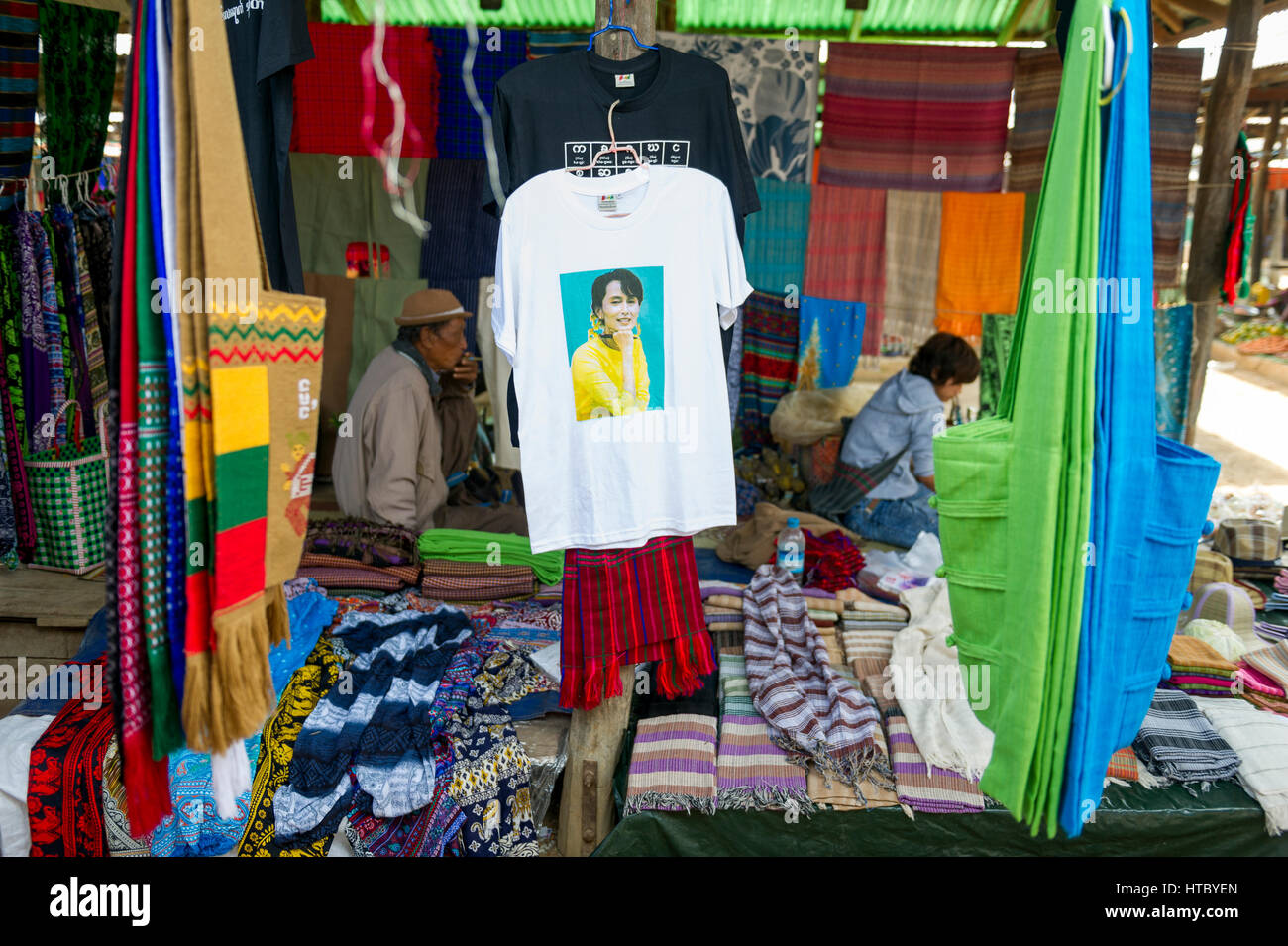 Myanmar (ex Birmanie). Inle lake. Shan state. Market day in the village. Tee-shirt with the image of Aung San Suu - Stock Image