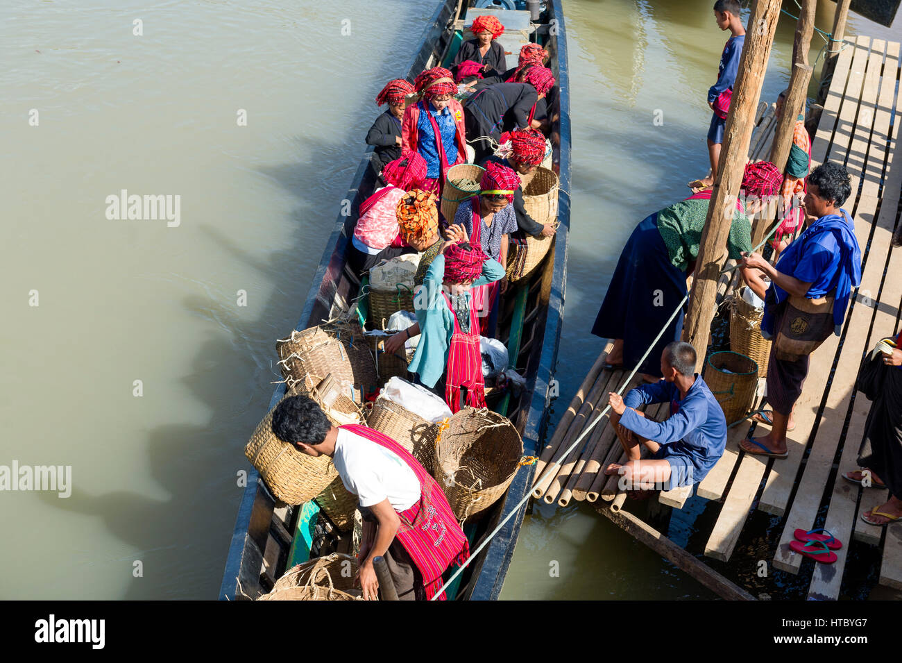 Myanmar (ex Birmanie). Inle lake. Shan state. Women of the PA-O ethnicity - Stock Image