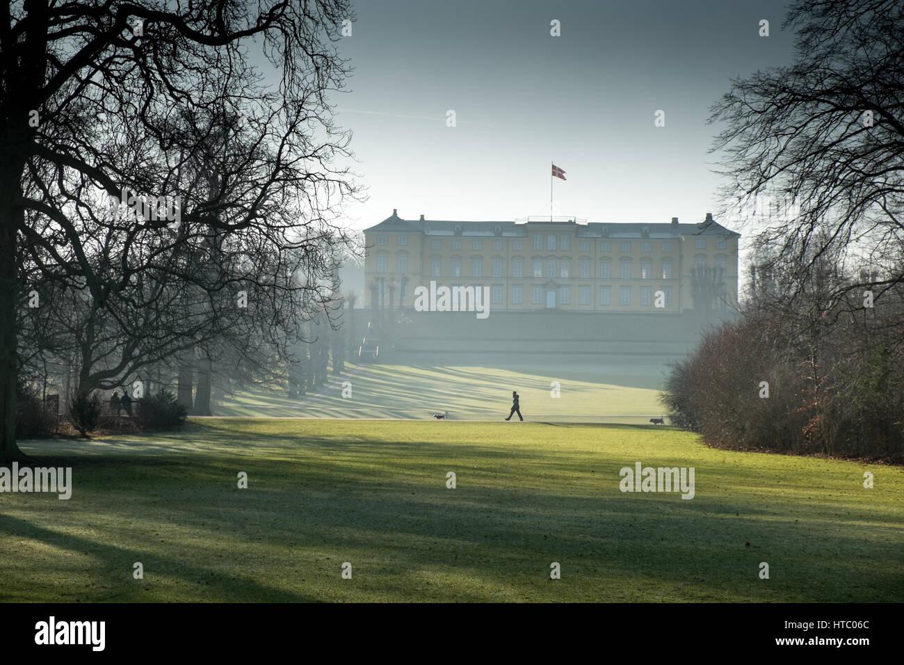 Lone walker in early morning mist in Frederiksberg Have, Copenhagen, Denmark - Stock Image