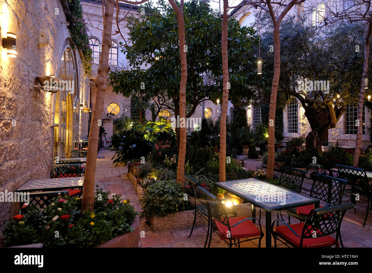 Interior courtyard of the American Colony Hotel located in a historic building which previously housed the utopian Stock Photo