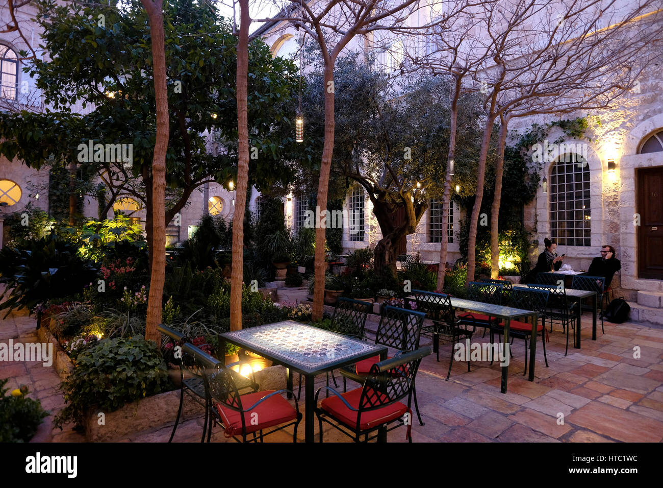 Interior courtyard of the American Colony Hotel located in a historic building which previously housed the utopian - Stock Image