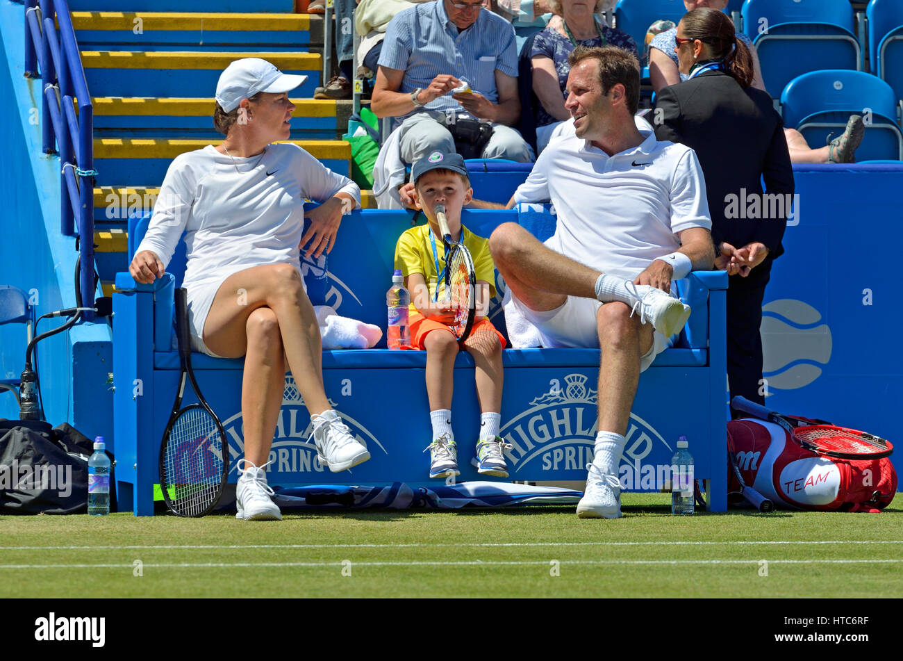 Greg Rusedski (GB) partnering Lindsay Davenport, with Greg's son John, between games at the AEGON INTERNATIONAL - Stock Image