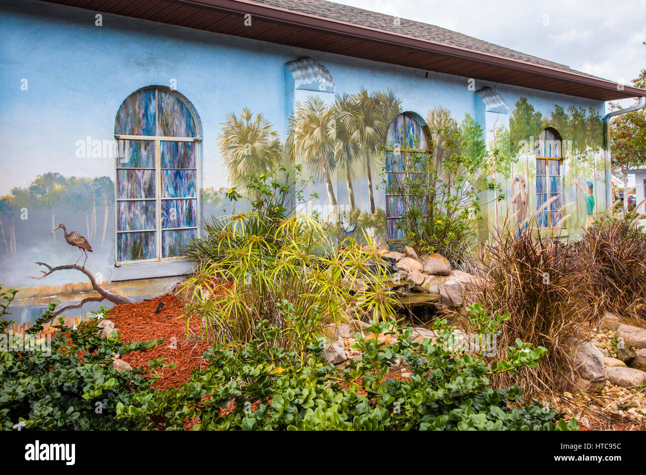 Delicieux Art Murals Painted On Outdoor Building Walls In Lake Placid Florida Known  As The Town Of