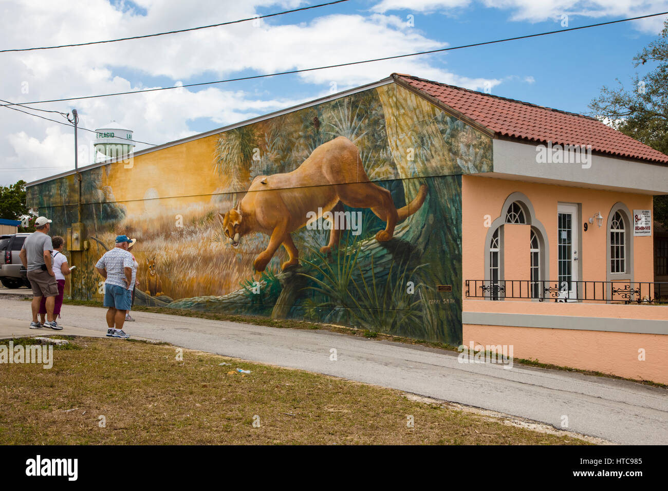 Exterior Murals On Building Facade High Resolution Stock Photography And Images Alamy