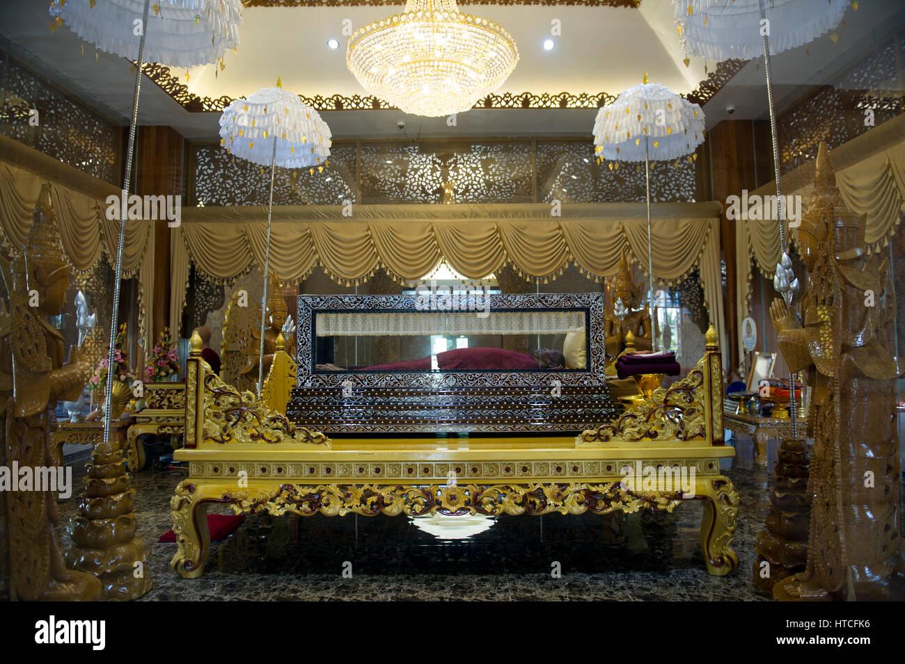 Myanmar (formerly Burma). Mon State. Yadana Daung Mawlamyine (Moulmein) surroundings, Win Sein Taw Ya. Mausoleum - Stock Image