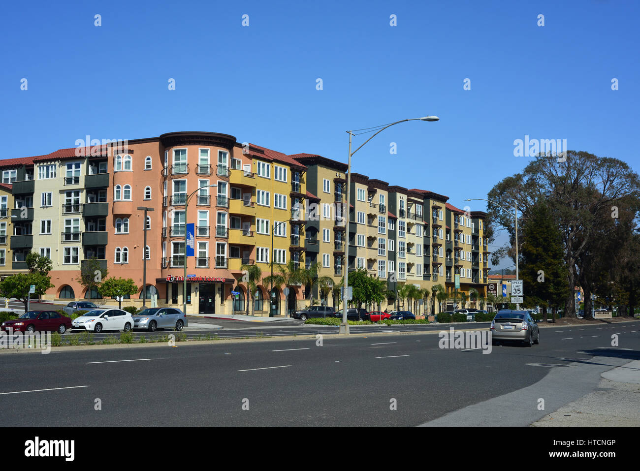Apartments near Millbrae BART station - Stock Image