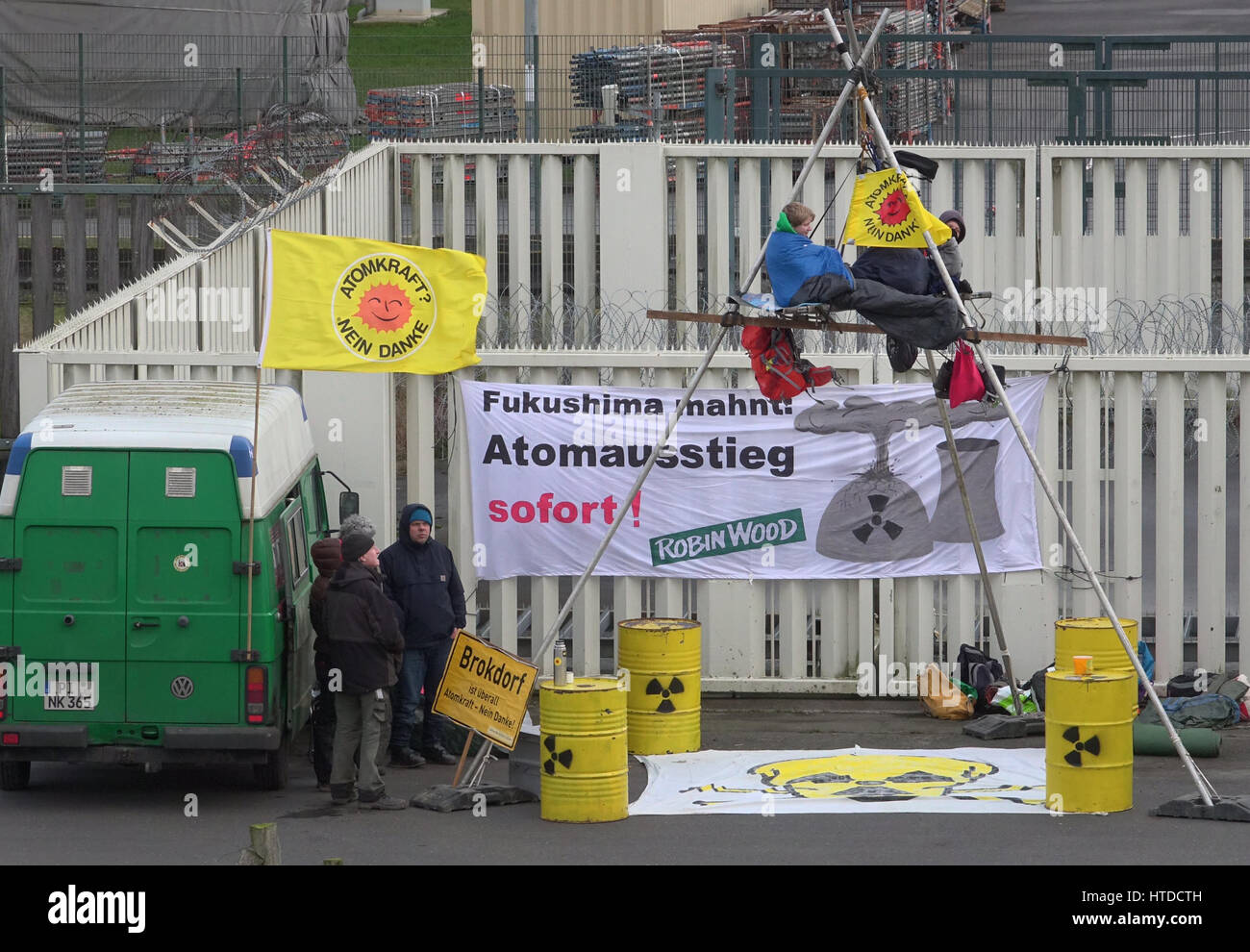 Brokdorf, Germany. 10th Mar, 2017. Activists from the environmental organization Robin Wood in front of the nuclear Stock Photo