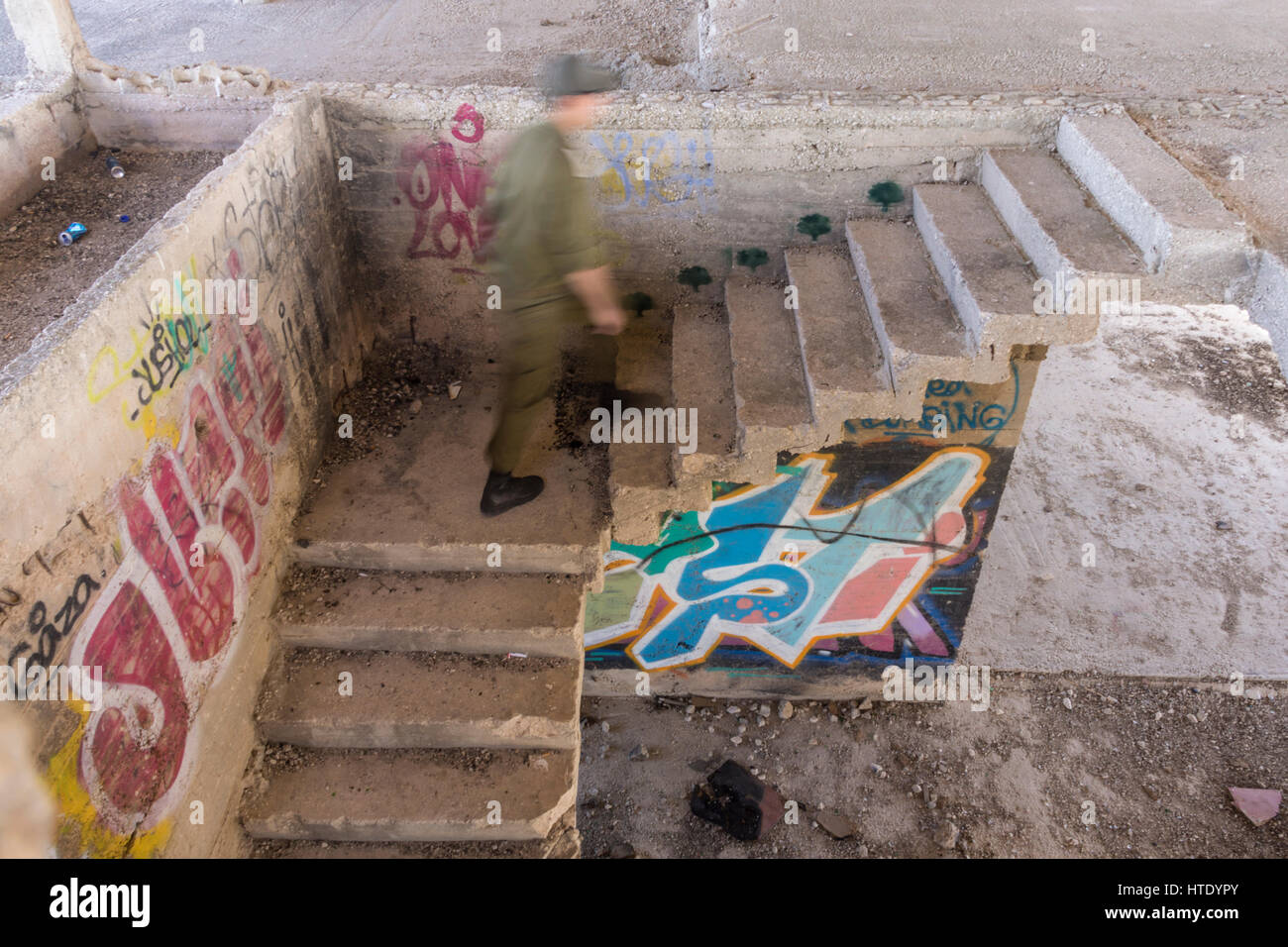 Tell-el-Ful. Jerusalem, Israel. A Israeli soldier climbs a graffiti-covered staircase at the unfinished summer palace - Stock Image