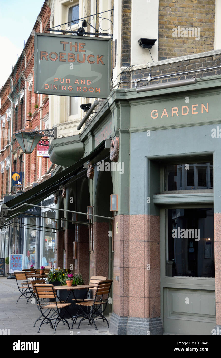 The Roebuck pub in Chiswick High Rd, Chiswick, London, UK. - Stock Image