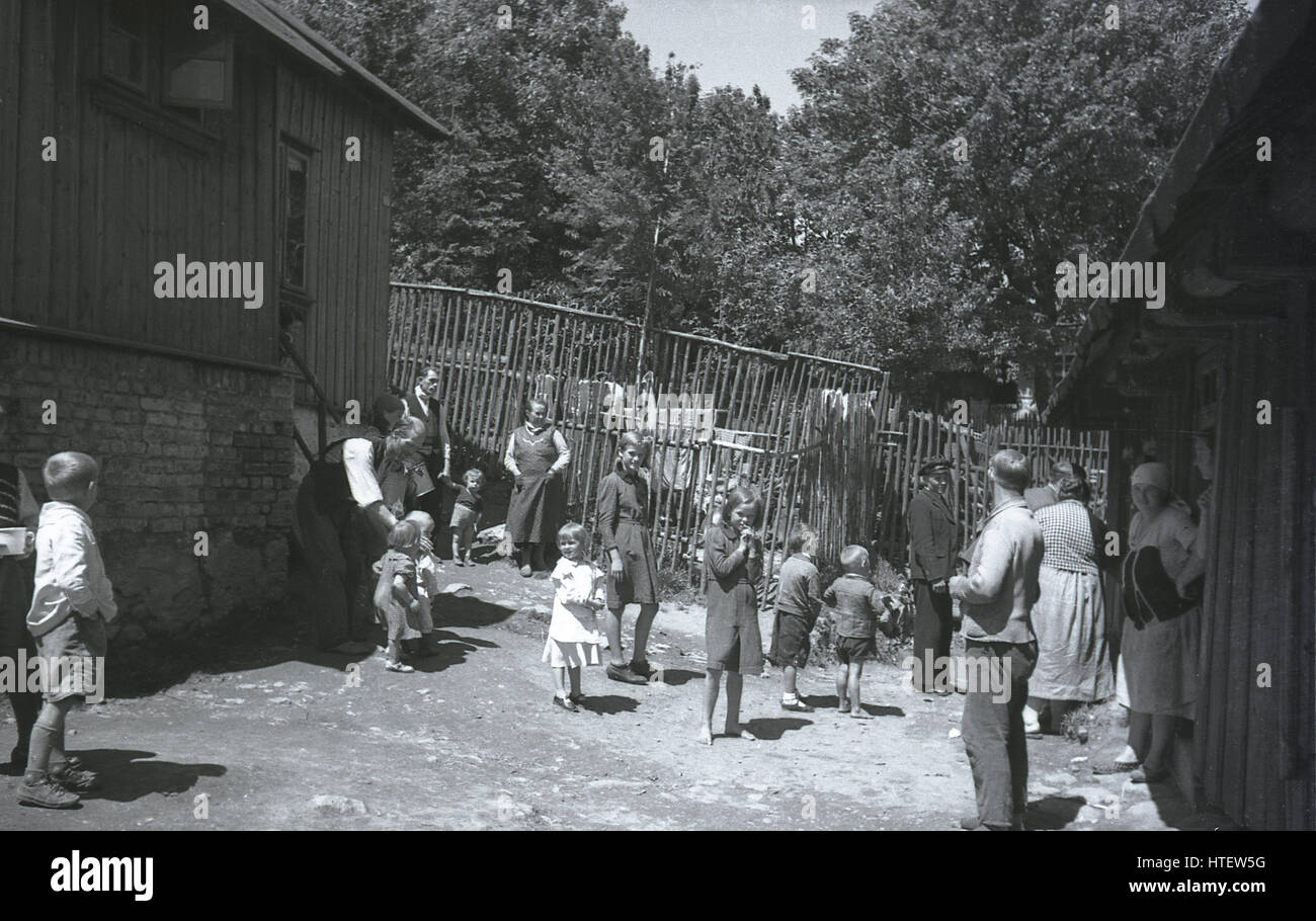1930s, rural Bohemian family together outside their farm buildings in pre-ww2 Czechoslovakia. - Stock Image