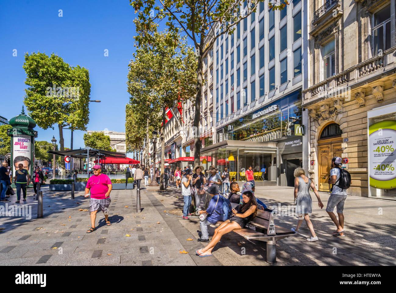 France, Ile-de-France, Paris, upscale shopping at the Avenue des Champs-Élysées - Stock Image