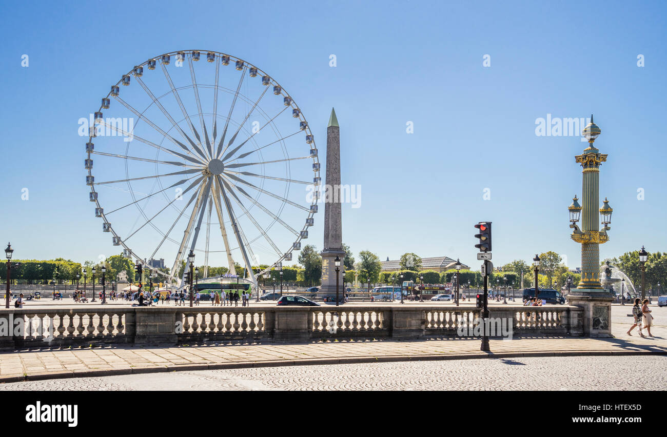 France, Paris, Place de la Concorde, Grand Carousel Feries Wheel and the Obelisk of Luxor - Stock Image
