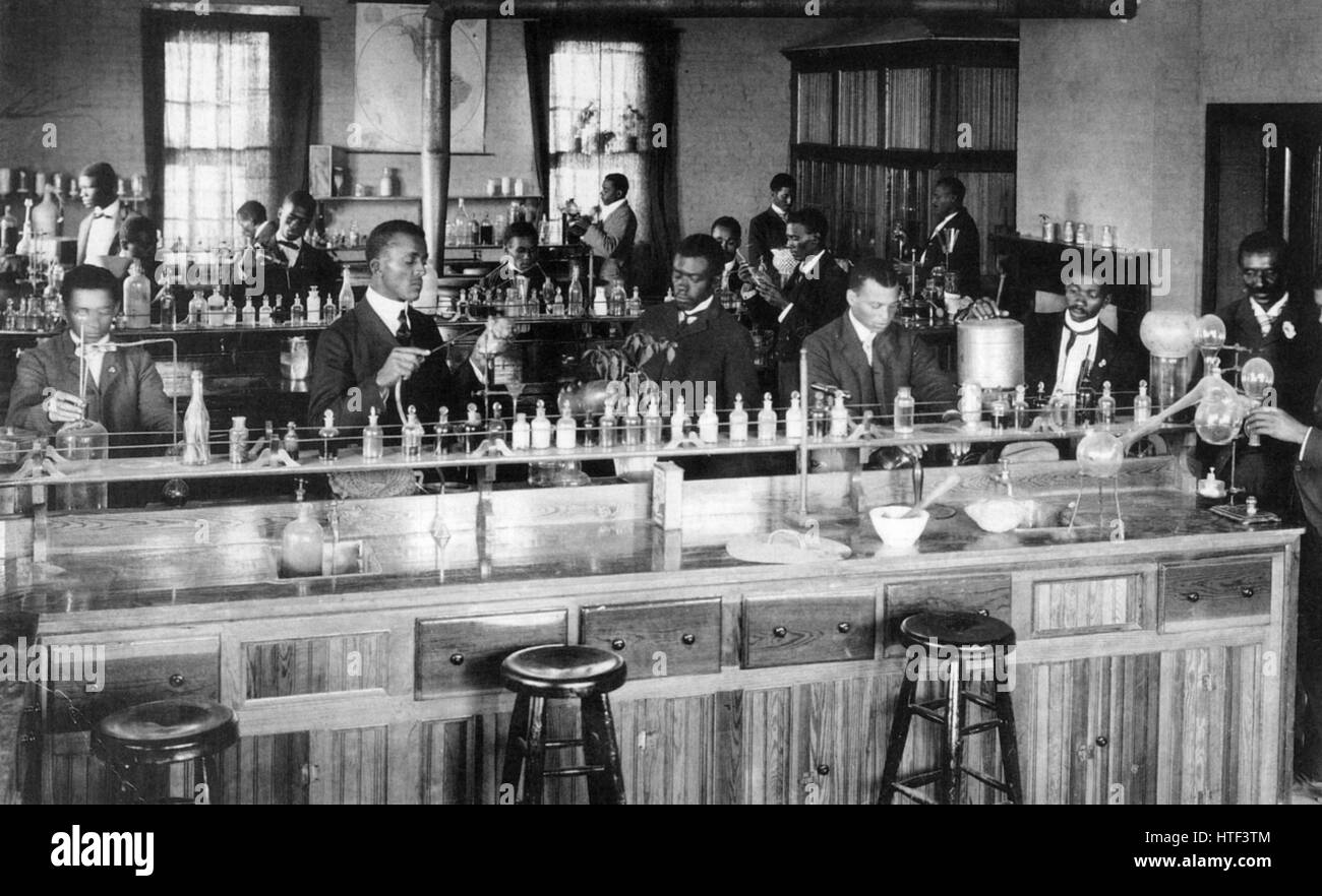 TUSKEGEE NORMAL AND INDUSTRIAL INSTITUTE, Alabama, about 1900. Students in a chemistry class. - Stock Image