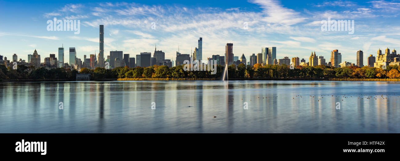 Morning panoramic view of the Central Park Reservoir and Midtown Manhattan skyscrapers in Fall. New York City - Stock Image
