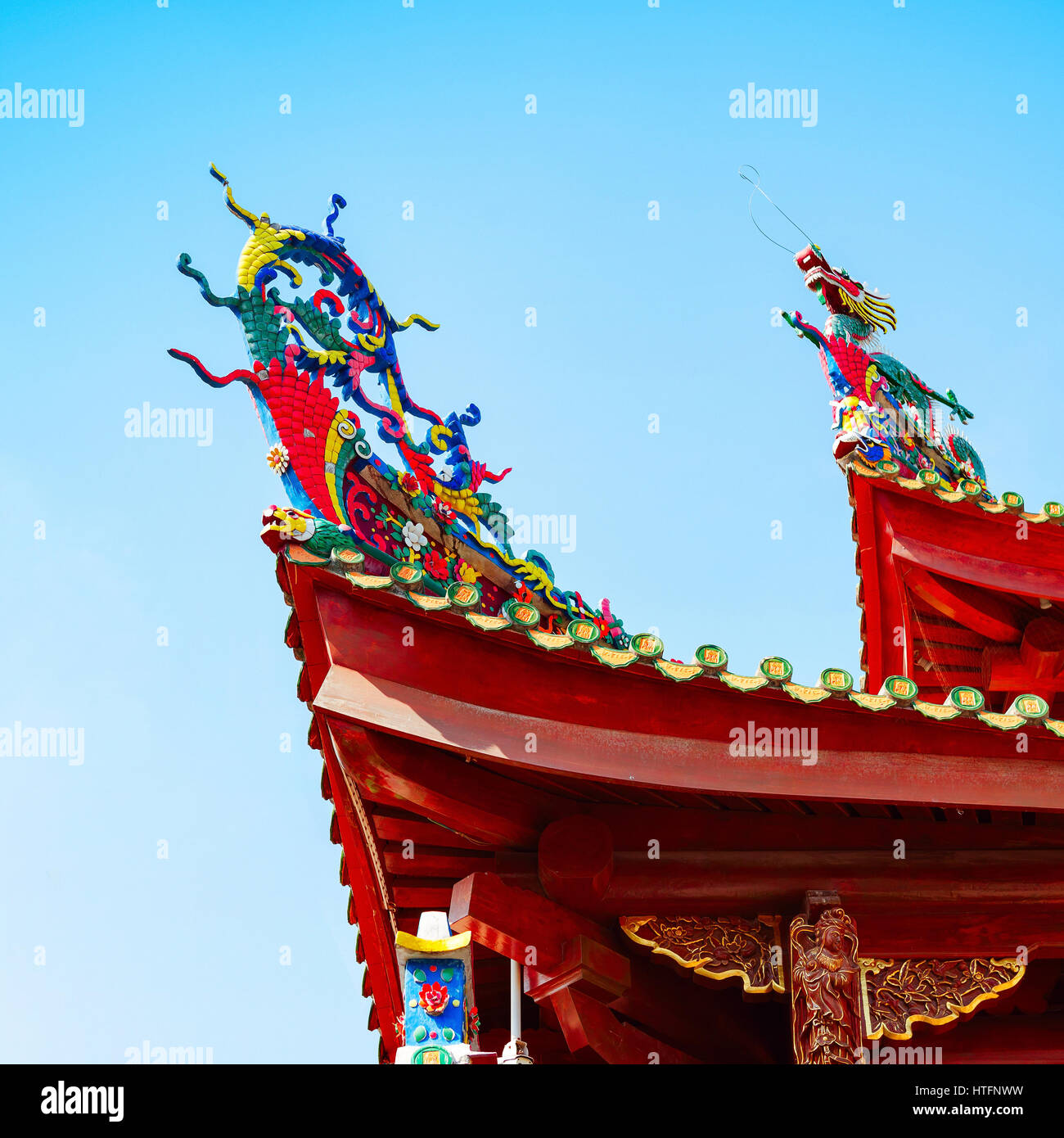feng shui dragon chinese temple stock photos feng shui dragon chinese temple stock images alamy. Black Bedroom Furniture Sets. Home Design Ideas