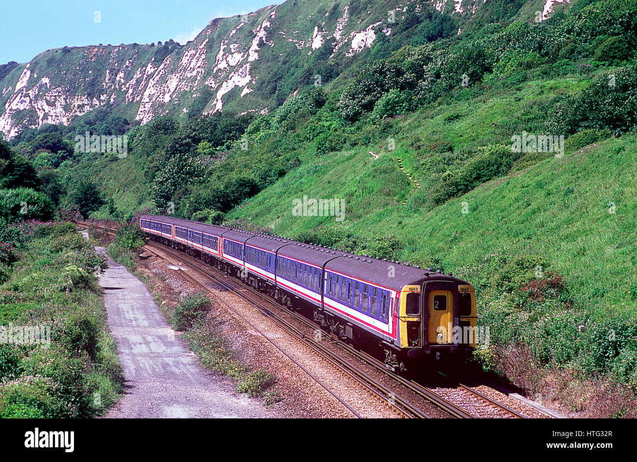 Network SouthEast service formed of Mk 1 slam door coaching stock passing under the white cliffs & Slam Door Stock Photos u0026 Slam Door Stock Images - Alamy
