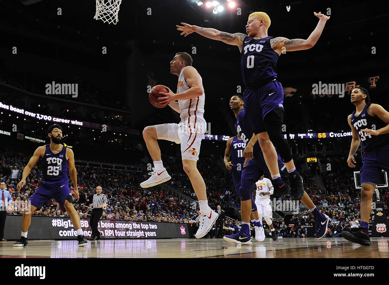 Kansas City, Missouri, USA. 10th Mar, 2017. Iowa State Cyclones guard Matt Thomas (21) drives to the basket past - Stock Image