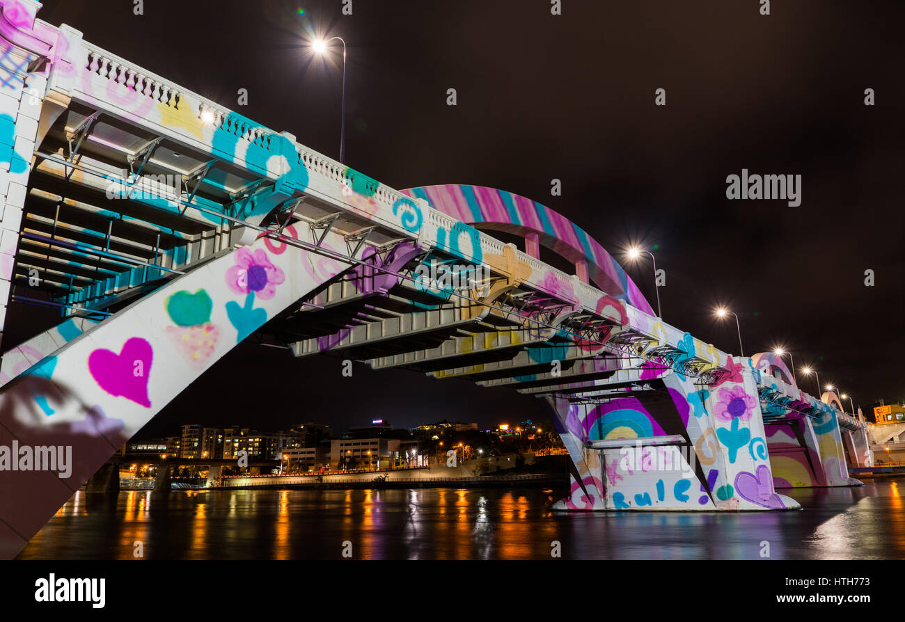 William Jolly Bridge Brisbane Australia. Lighten up in light painting with water reflection. Very bright colours - Stock Image
