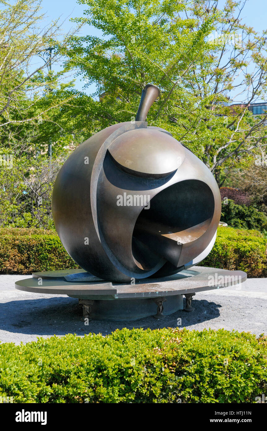 'The Big Apple' sculpture, Stephan Weiss, Hudson River Park, NYC, USA - Stock Image