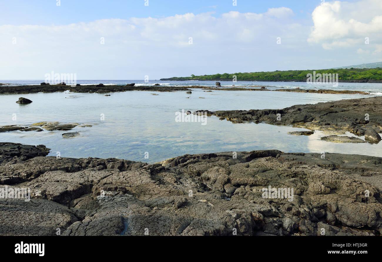 pacific ocean and lava shoreline at the Puuhonua O Honaunau Place of Refuge National Park, Hawaii - Stock Image