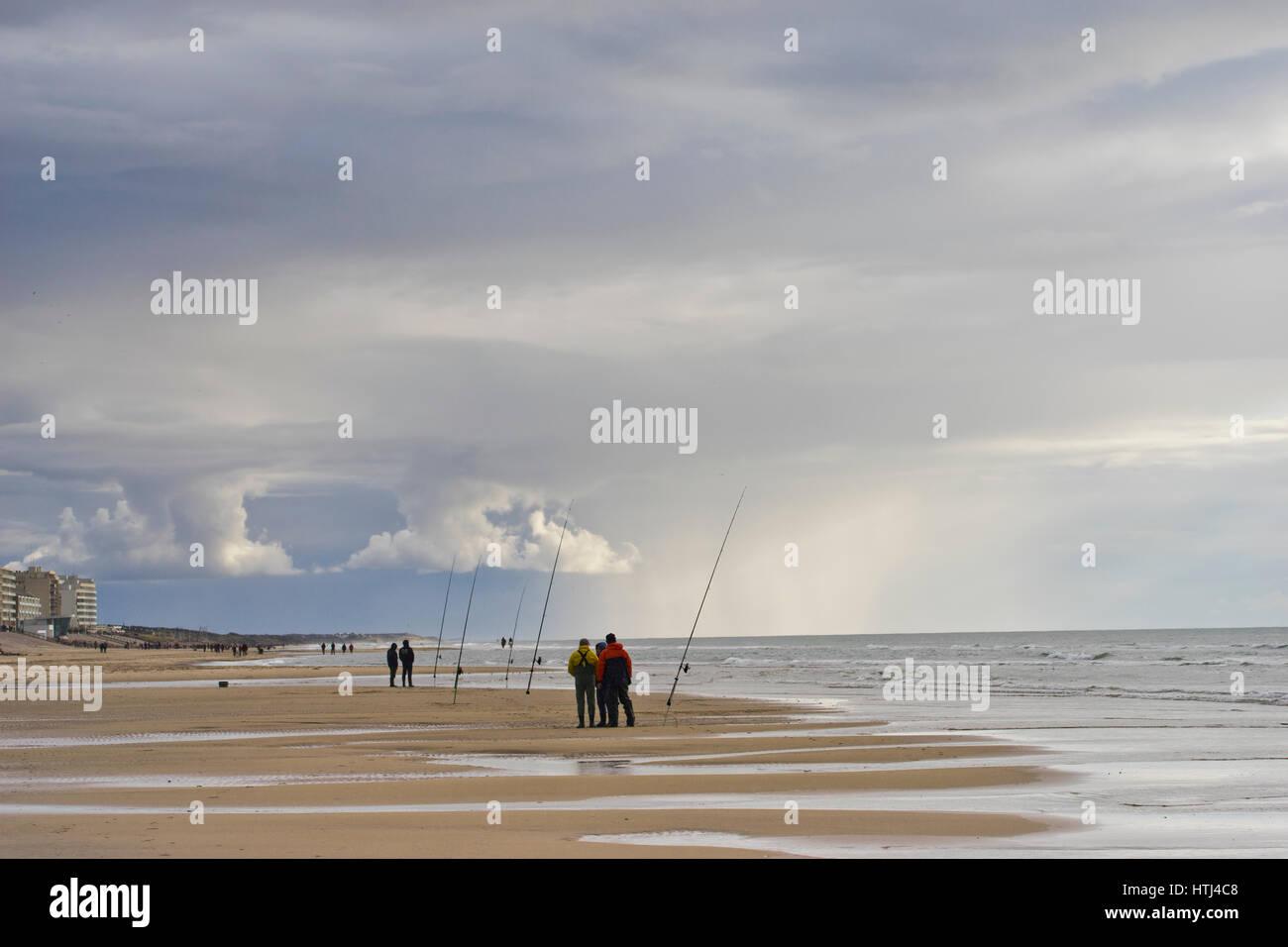 fishermen at  Hardelot beach, France, Nord Pas de Calais - Stock Image