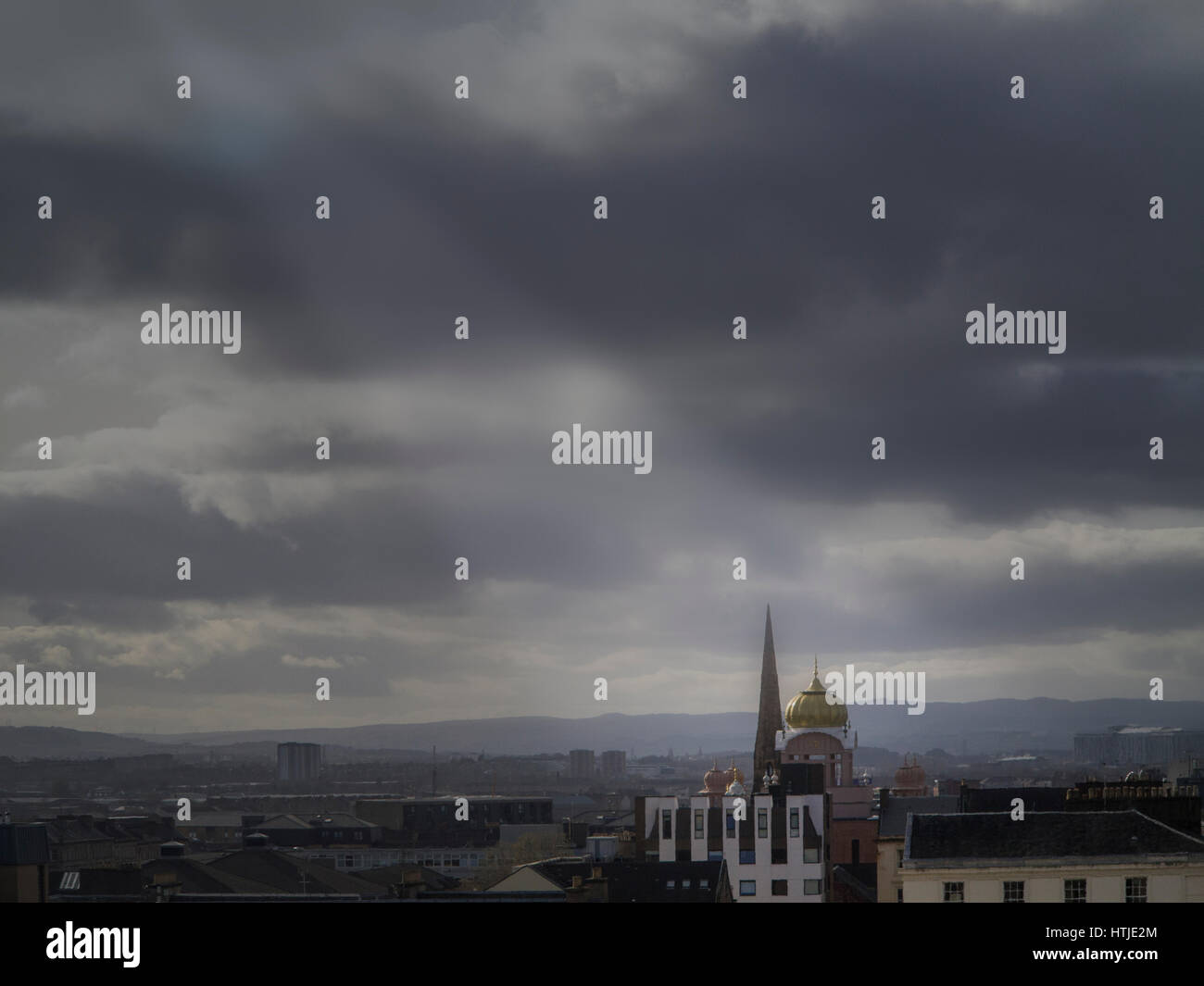Light beams over Glasgow Central Mosque and skyline - Stock Image