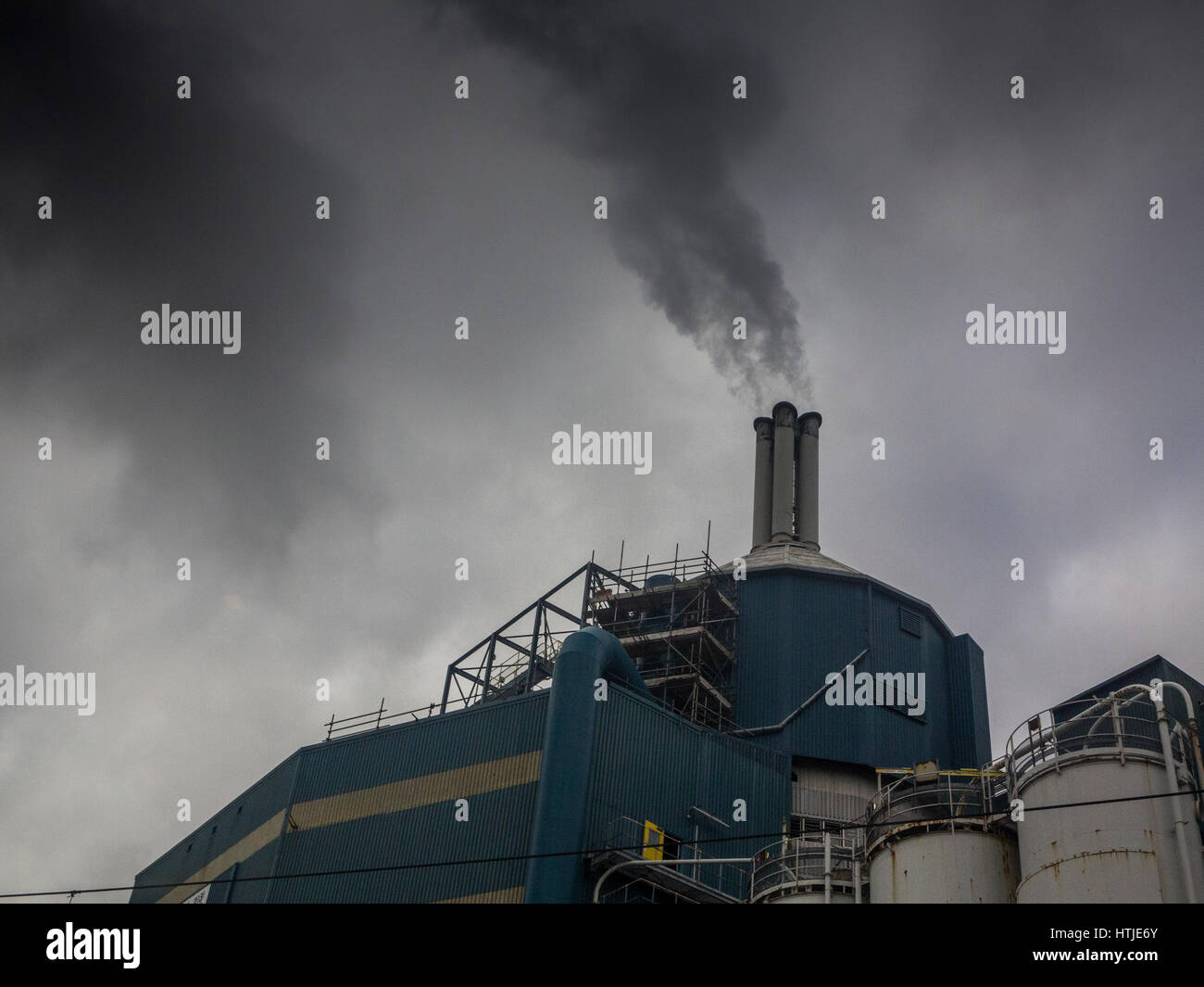 Unilever's detergent plant emits clouds of pollution - Stock Image