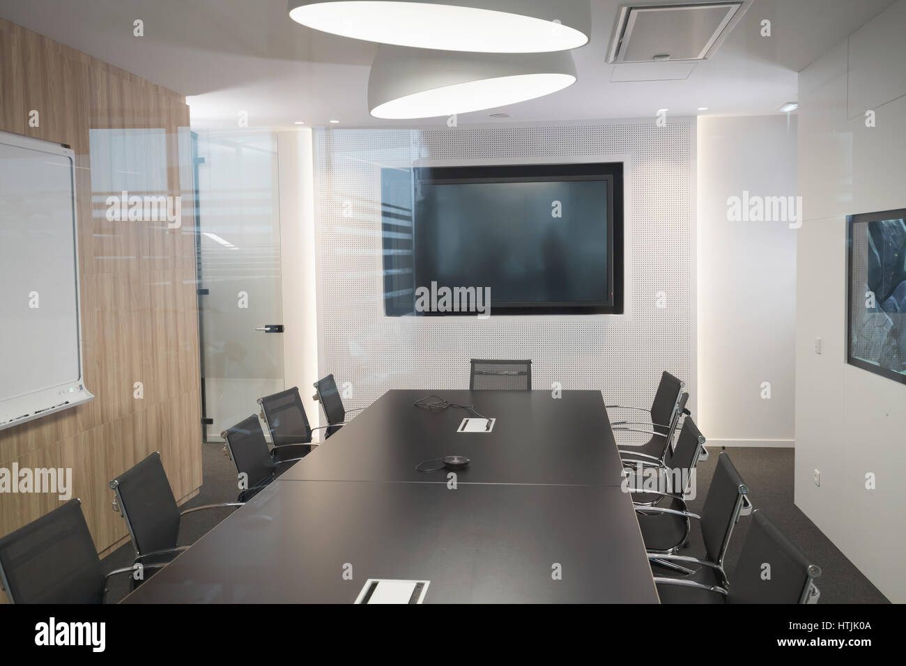 Modern business meeting room with armchairs and desk - Stock Image