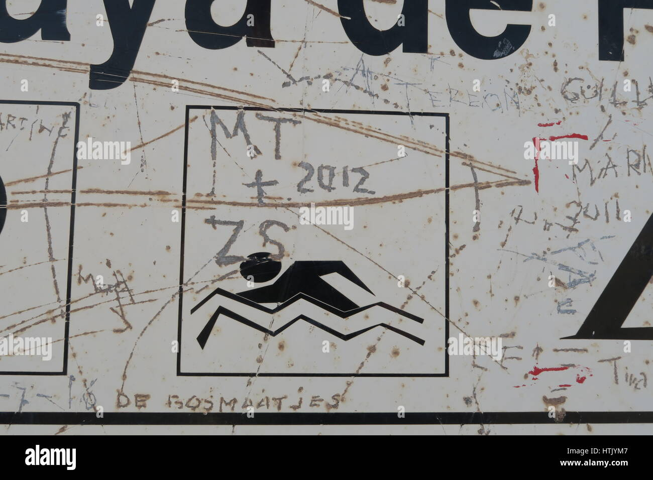 Sign at Playas de Papagayo, Lanzarote. Defaced with graffiti - Stock Image
