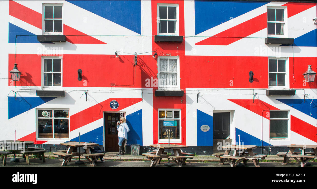 Saltash, Cornwall, UK. 12th March 2017. UK Weather. Sunshine in Cornwall with a lunchtime pint. ahead of a tense - Stock Image