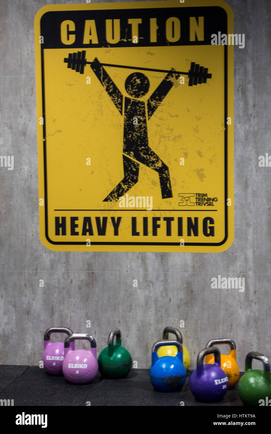 Heavy lifting sign and Kettlebells at a 3T-gym in Trondheim