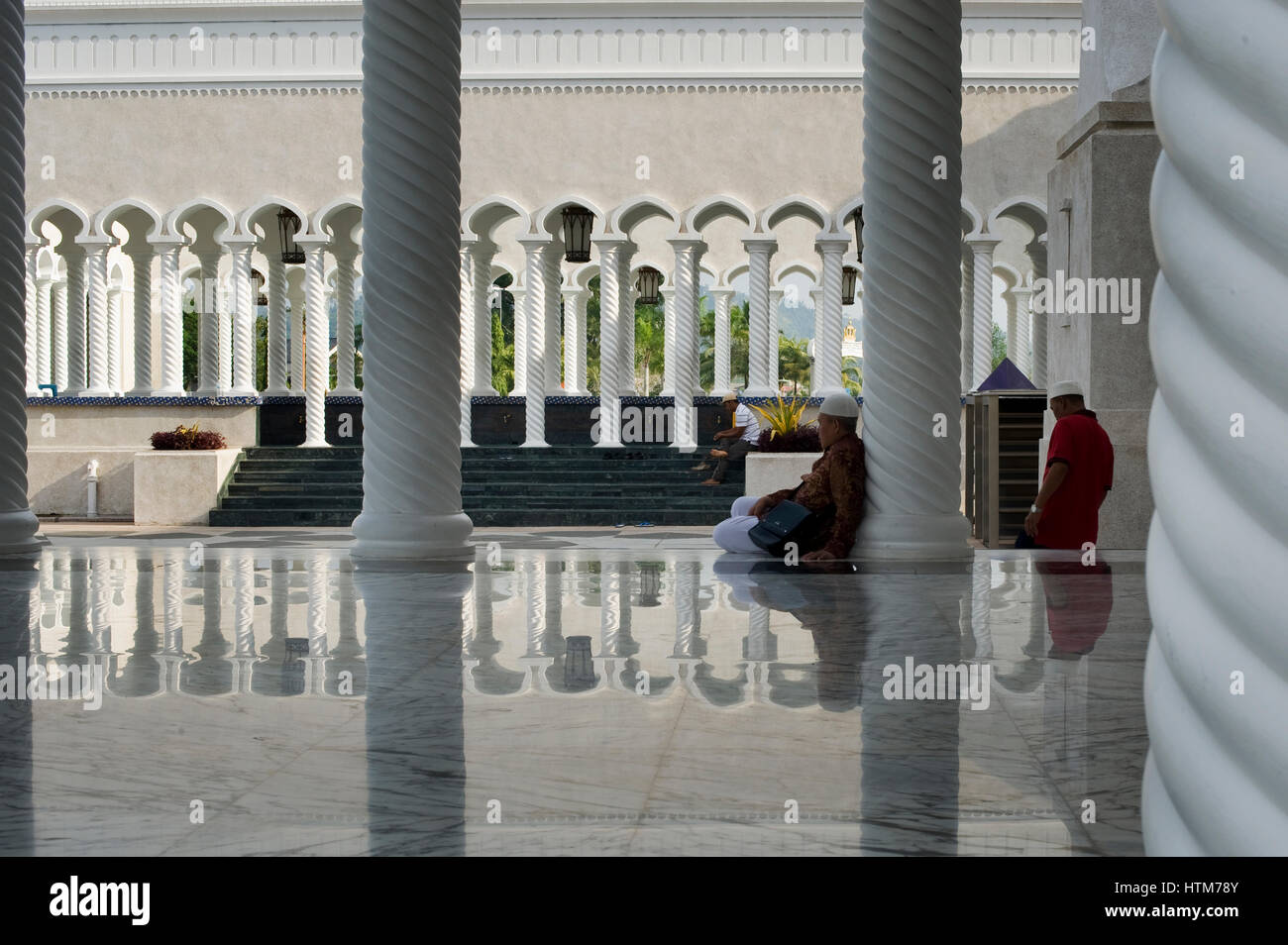 Visitors at the Sultan Omar Ali Saifuddien Mosque. The Mosque is located in Bandar Seri Begawan in the Sultanate - Stock Image