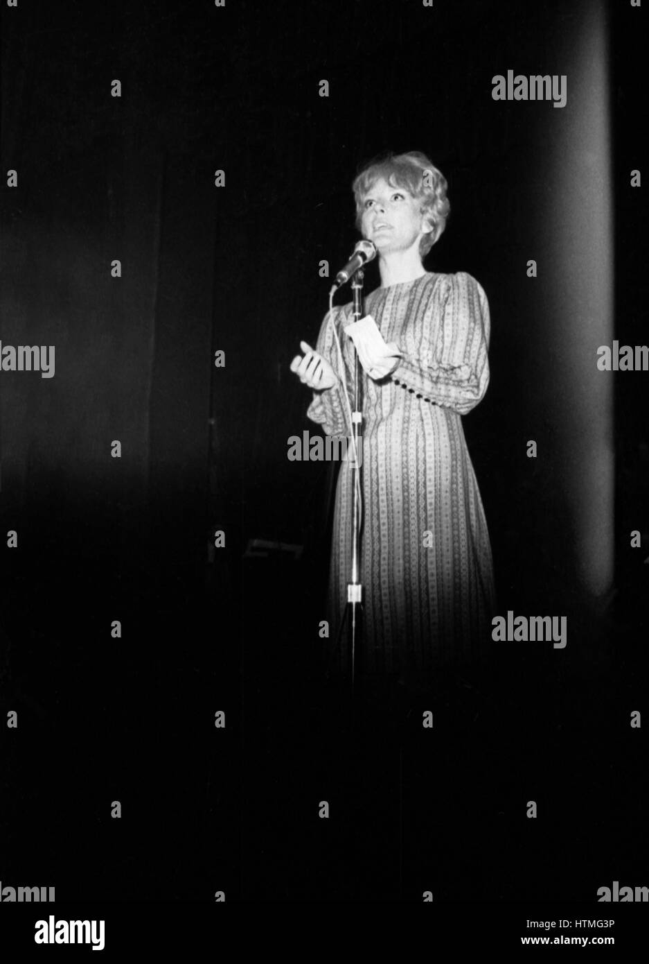 Petula Clark performing at the Paris Olympia Hall in April 1965. - Stock Image