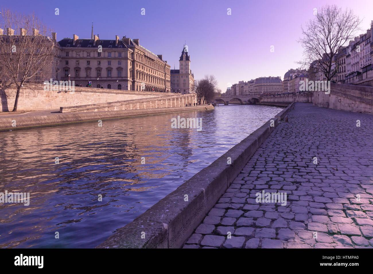 Embankment of the Seine near the Ile de la Cite in the winter morning, Paris, France - Stock Image
