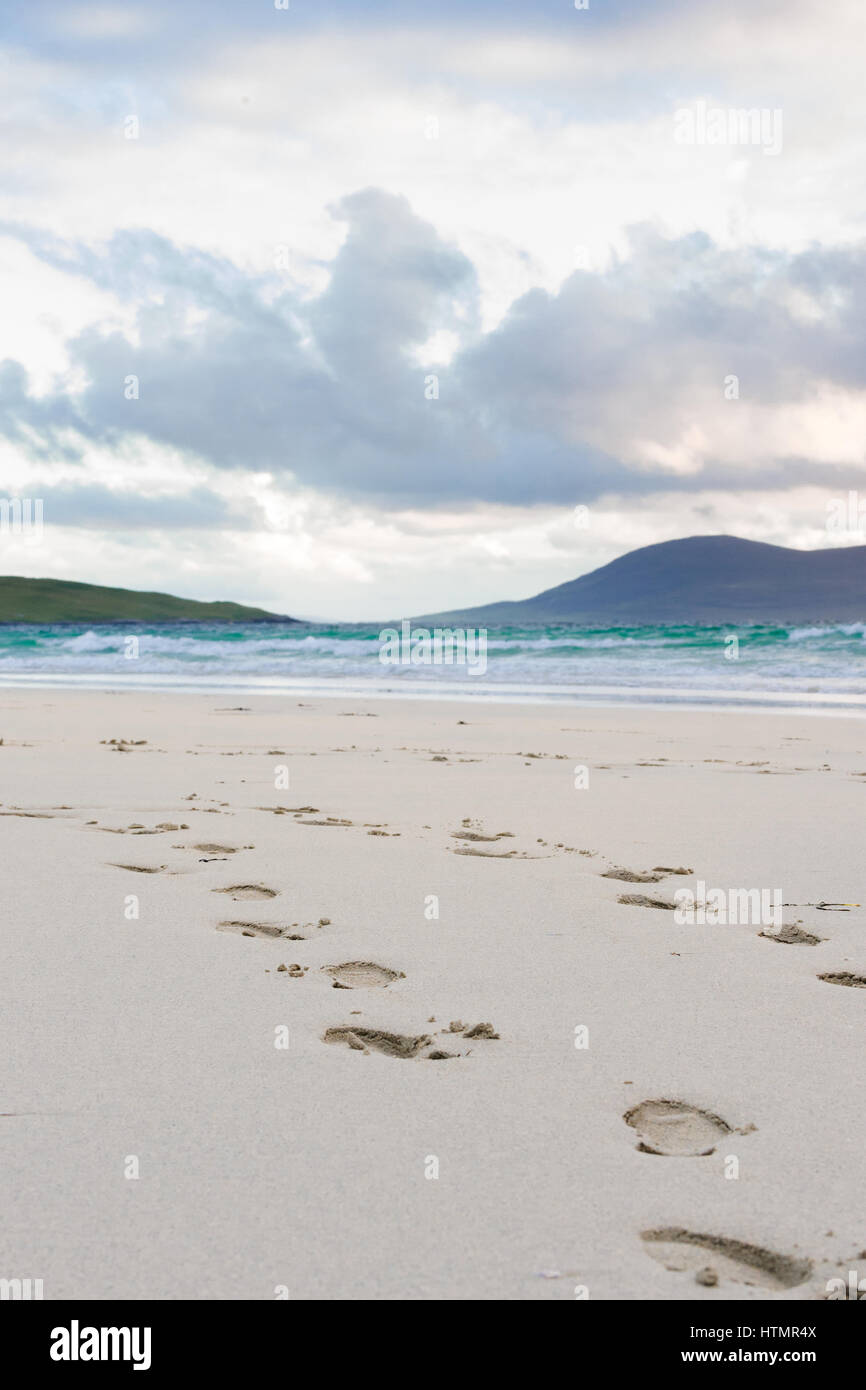 Footprints in the sand, turquise water and impressive skyes, Luskentyre, Isle of Harris, Scotland - Stock Image