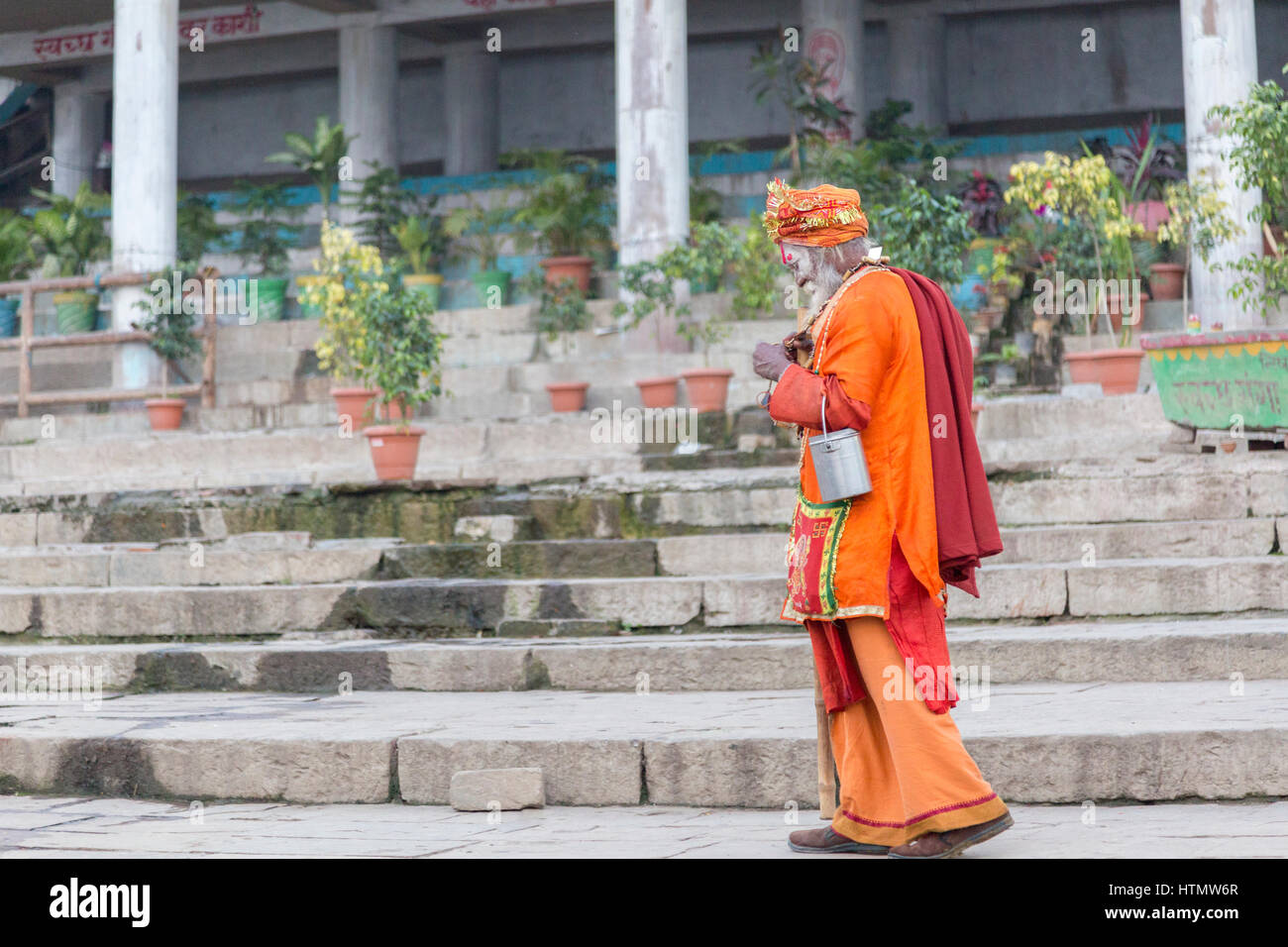 Sadhu at the Manmandir Ghat at the Ganges, Varanasi, Uttar Pradesh, India - Stock Image