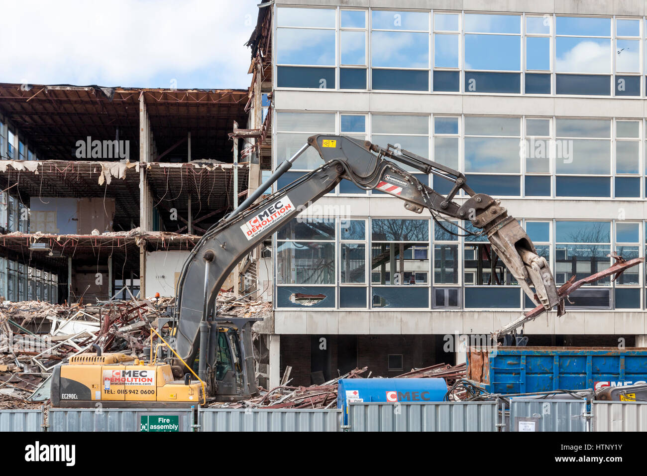 West Bridgford, Nottinghamshire, UK. 13th March 2017. Demolition of Nottinghamshire County Council's CLASP office - Stock Image