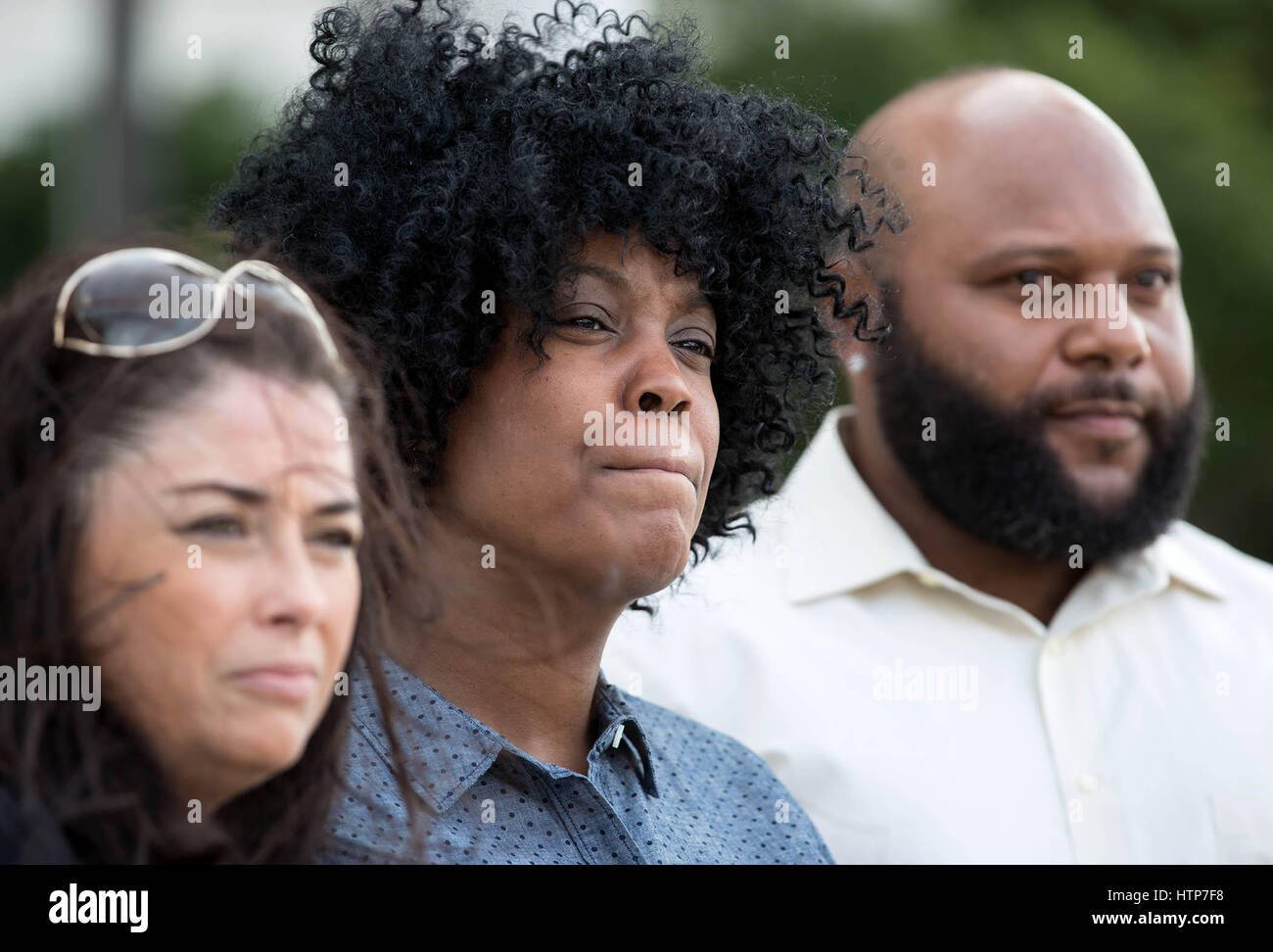 West Palm Beach, Florida, USA. 14th Mar, 2017. Felicia Mitchell, mother of Henry Bennett, III, (center) with attorney - Stock Image
