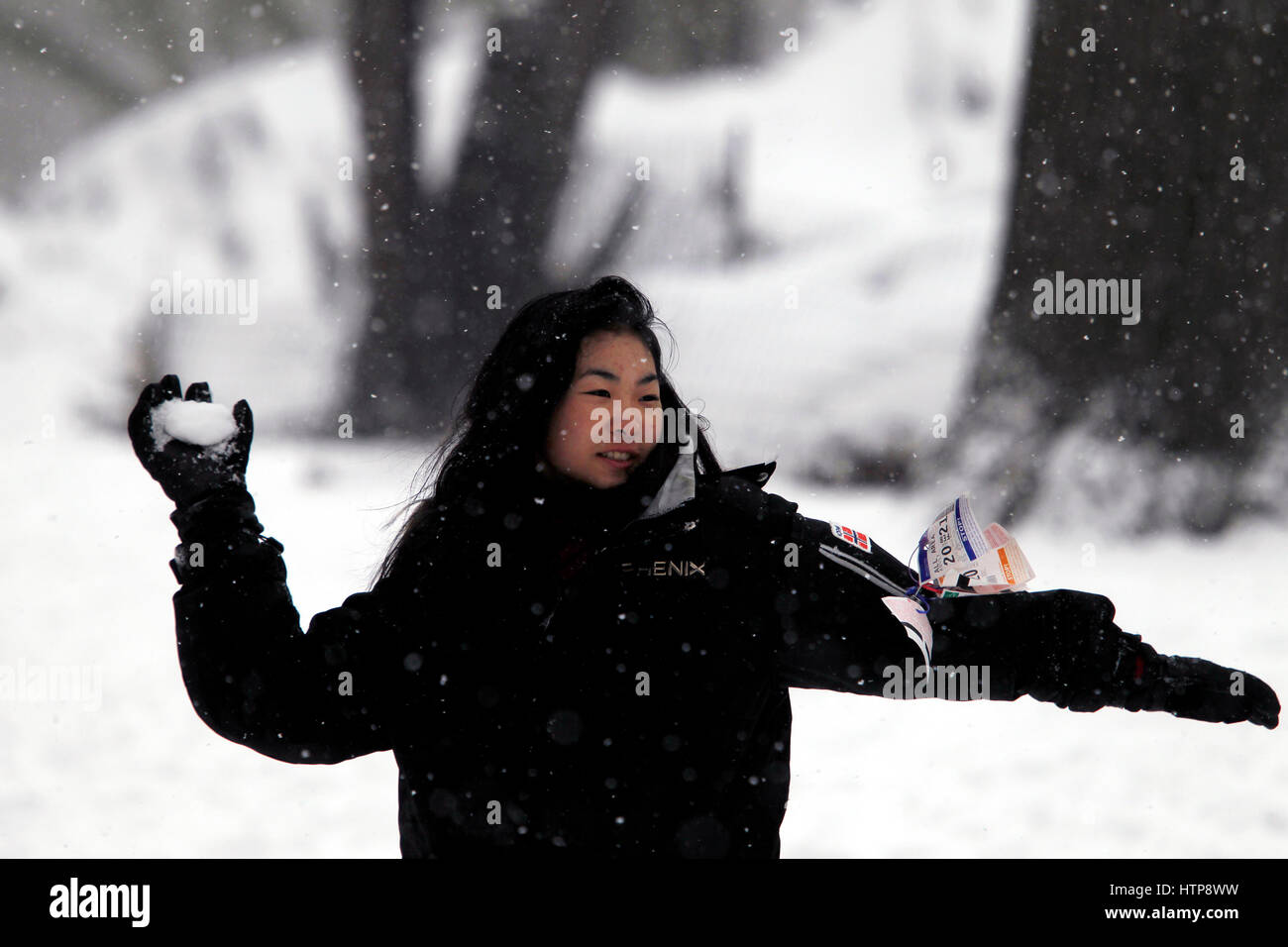 New York, United States. 14th Mar, 2017. A woman throws a snowball at her companion in New York City's Central - Stock Image