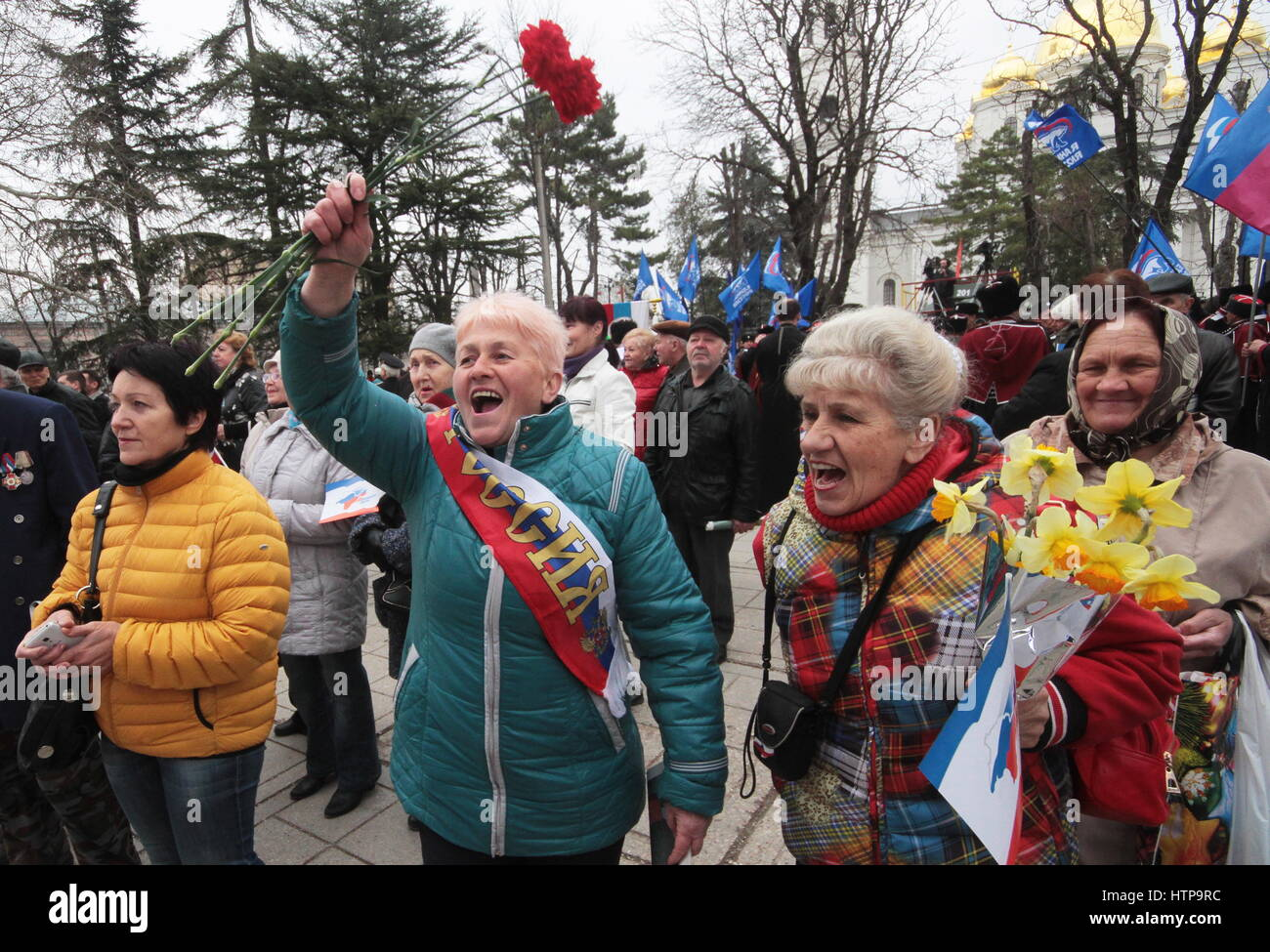 Simferopol, Russia. 16th Mar, 2017. Local residents cheer during a celebration marking the 3rd anniversary of the - Stock Image