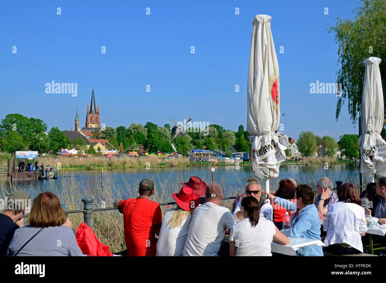 People sitting outside on traditional festival 'Baumblütenfest', Werder (Havel), Brandenburg, Germany, - Stock Image