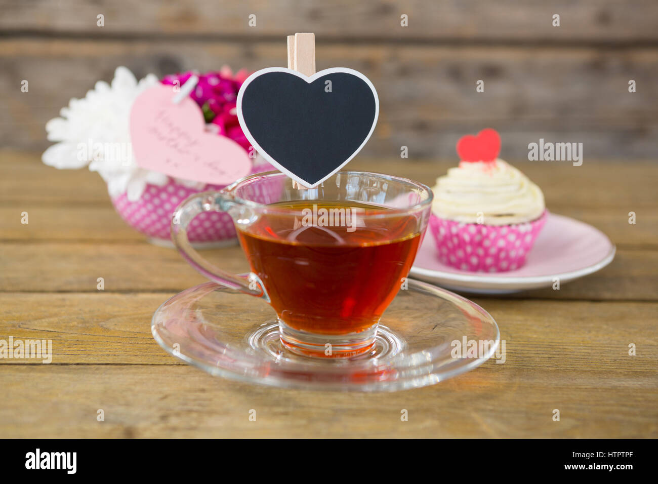 Alamy & Cupcake tea flower vase and happy mothers day greetings ...