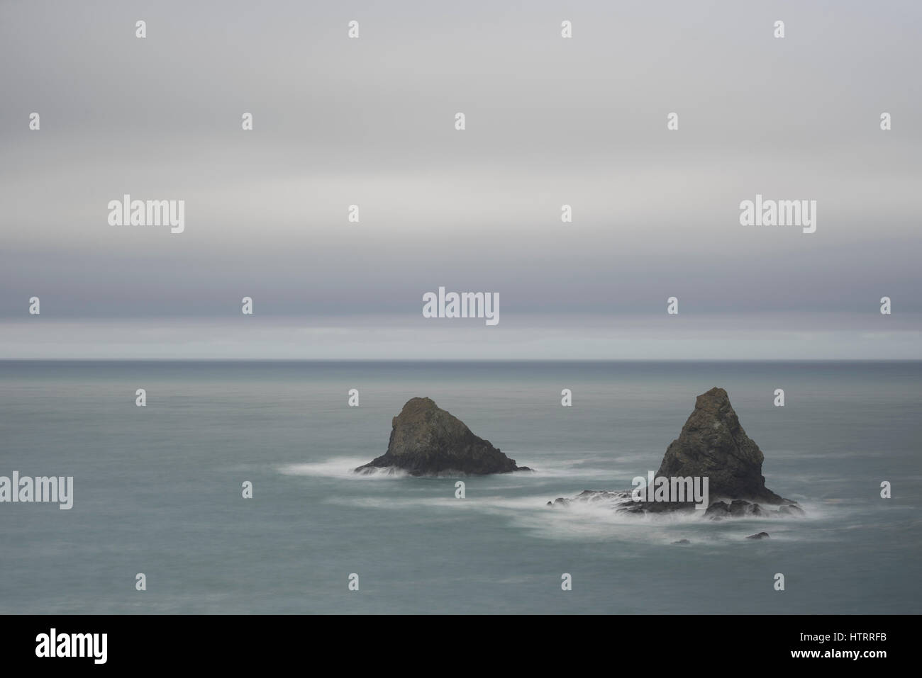 Sea stacks at Lone Ranch Beach State Park, southern Oregon coast. - Stock Image