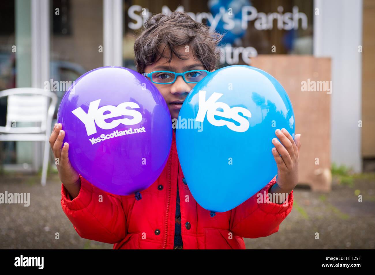 EDINBURGH, SCOTLAND, UK – September 18, 2014 - young minority expressing their opinion on independence during referendum - Stock Image