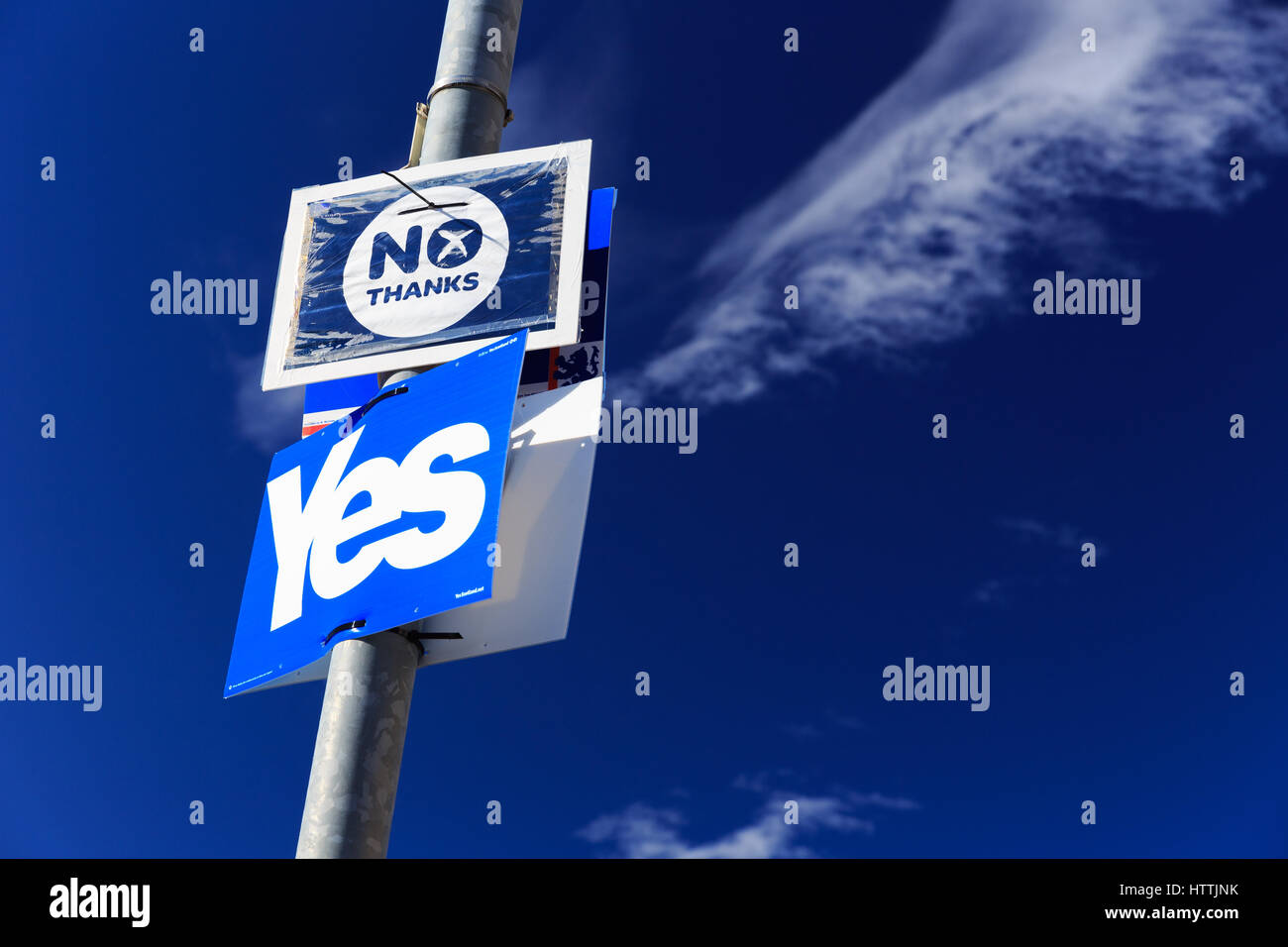 Scottish independence referendum 2014: yes/no signs displayed on a lamp post in Nairn. Stock Photo