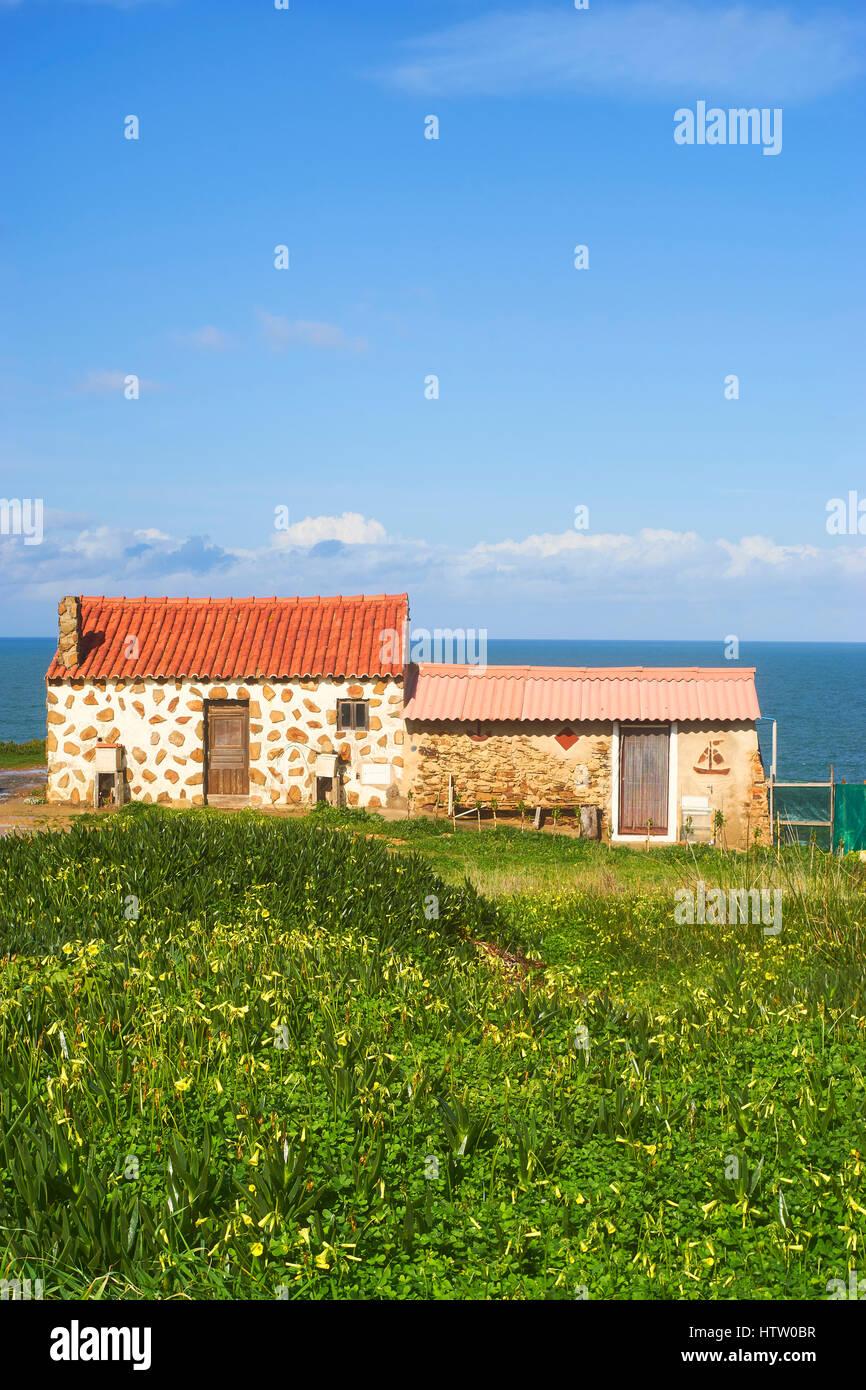 Fisherman's huts at Entrada da Barca, Porto das Barcas, near Zambujeira do Mar, Alentejo, Portugal - Stock Image