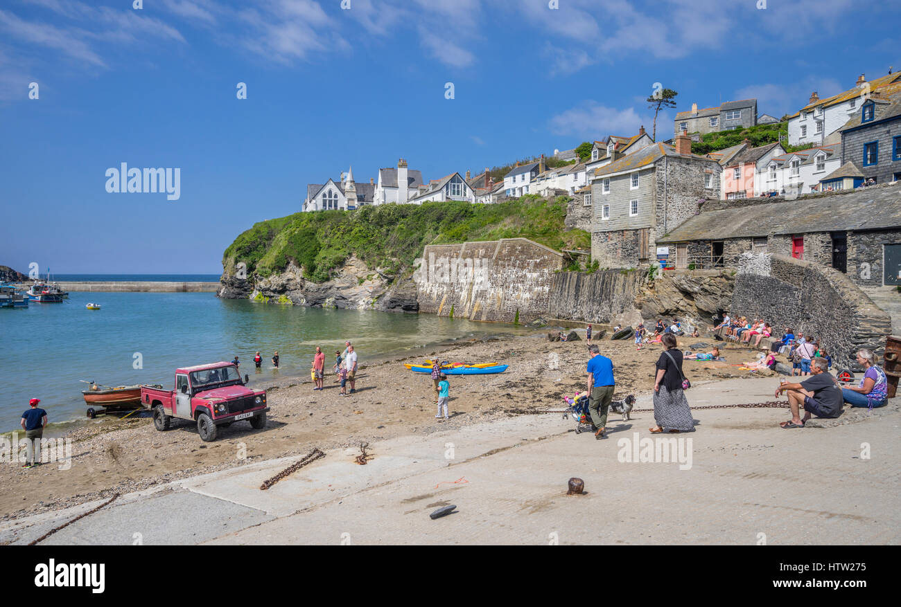 United Kingdom, South West England, Cornwall, Port Isaac, shingle beach at the harbourfront - Stock Image