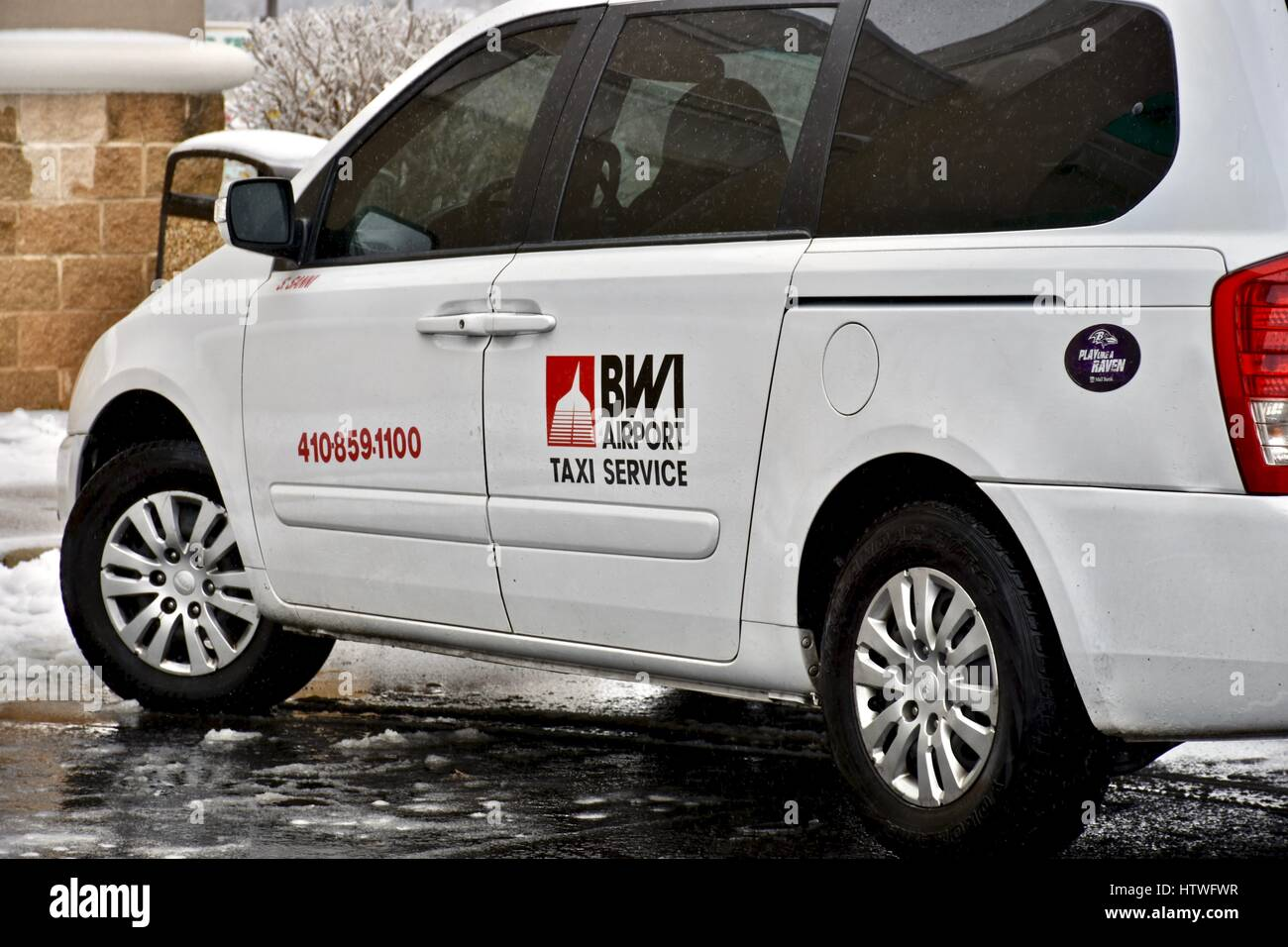 BWI airport taxi service van Stock Photo: 135785603 - Alamy