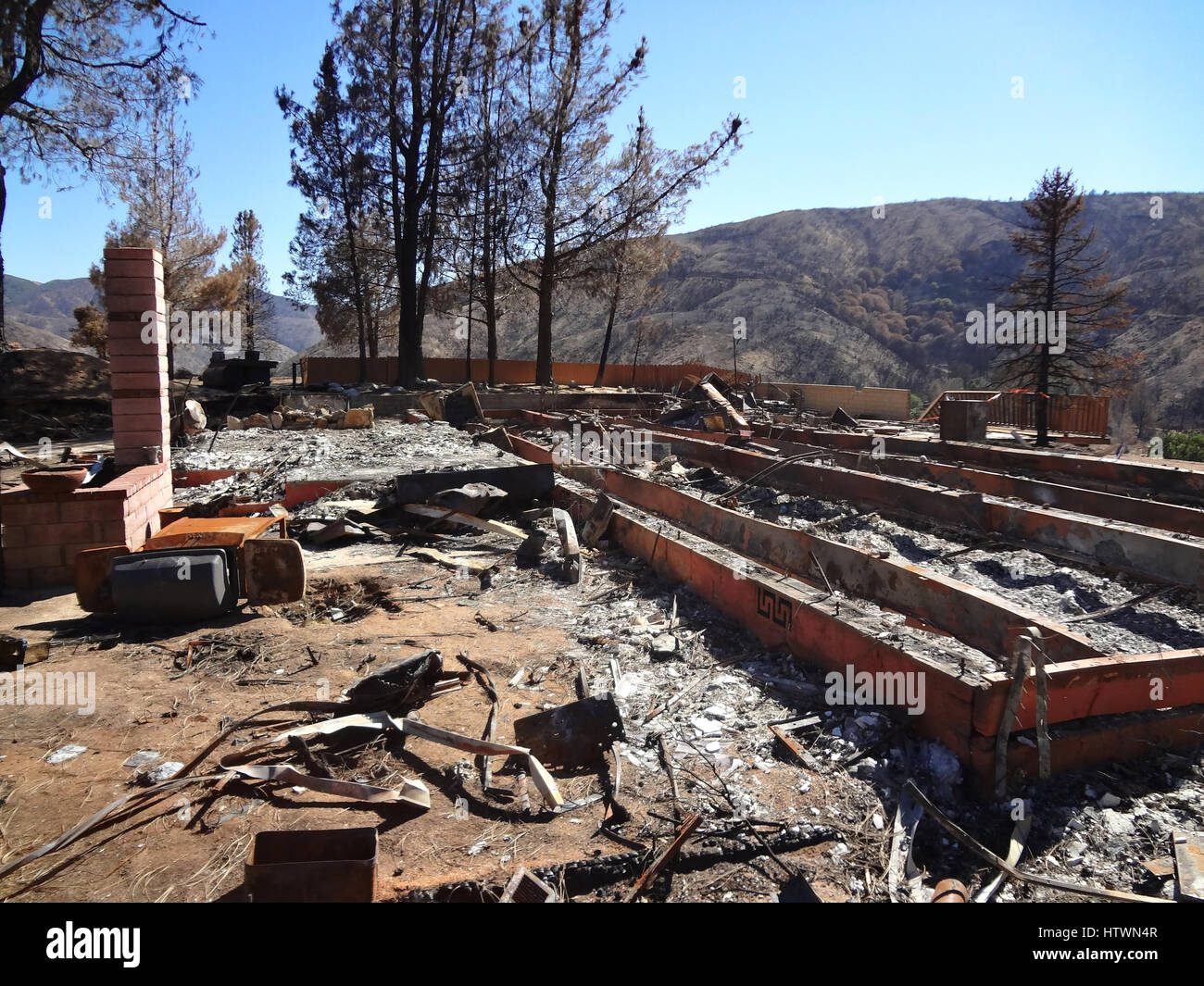 Burnt down house after wild fire - Stock Image