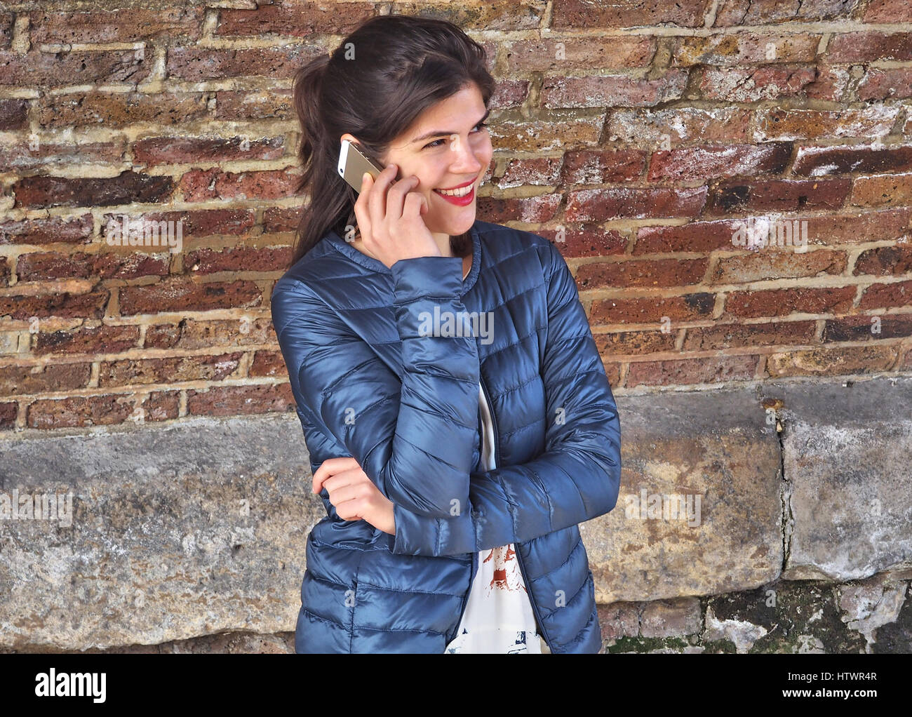 Smiling woman on the phone - Stock Image